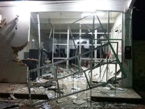 Criminosos assaltam caixa eletrônico em Presidente Sarney (Foto: Vandoval Rodrigues)