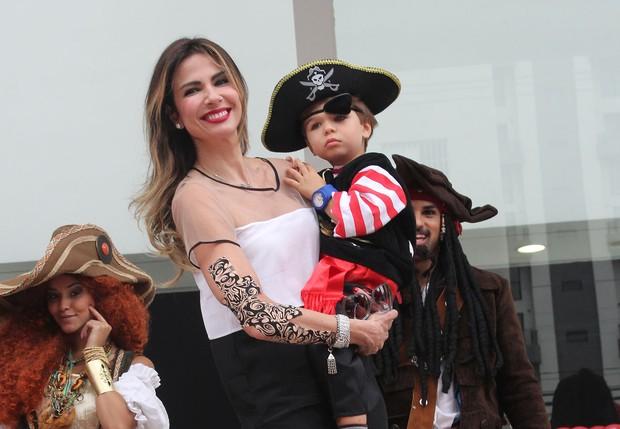 Luciana Gimenez com o filho (Foto: Celso Tavares / EGO)