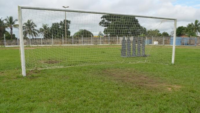 Segundo direção do Biancão, o gramado não poderá ser utilizado até a reinauguração (Foto: Pâmela Fernandes)