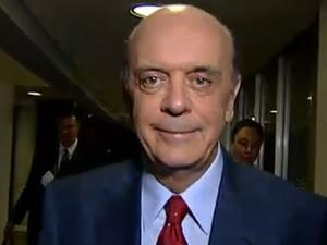 José Serra chega aos estúdios da Globo (Foto: Reprodução/G1)