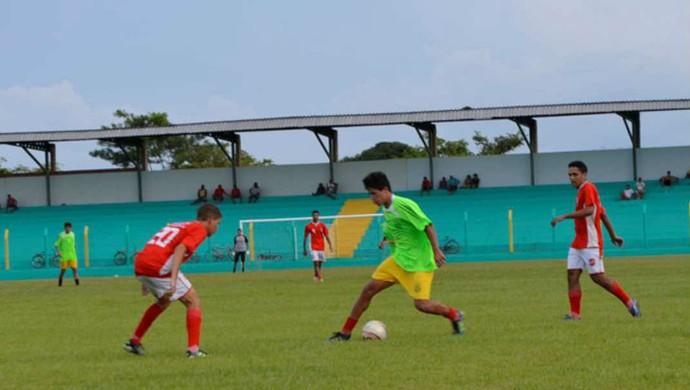 Tocantinópolis em amistoso contra seleção de Estreito (MA) (Foto: Romário/Agitustoc)