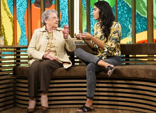 Palmirinha Onofre e Bela Gil participam juntas do 'Conversa com Bial' (Foto: Ramón Vasconcelos/TV Globo)