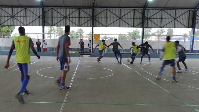 Treino Grêmio Prudente na quadra (Foto: João Paulo Tilio / Globoesporte.com)