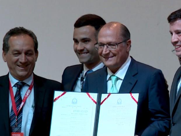Alckmin assina decreto estadual sobre prevenção do uso de drogas, em Campinas (Foto: Reprodução / EPTV)