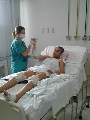 Grávida atropelada faz fisioterapia em Hospital do Espírito Santo (Foto: Maxuel Scarpat/ VC no ESTV)
