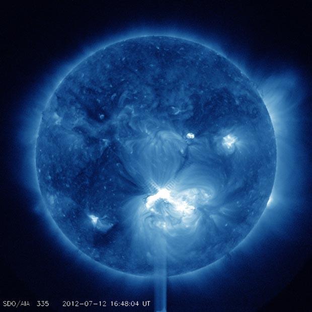 Erupção solar desta quinta (12), em imagem de cor falsa feita pela Nasa (Foto: Nasa/SDO/AIA)