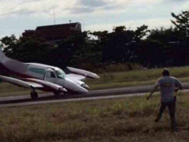 [Brasil] Avião faz pouso forçado no Campo dos Amarais em Campinas; veja vídeo Aviao
