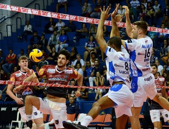 Bloqueio Vôlei Taubaté x Juiz de Fora (Foto: Danilo Sardinha/GloboEsporte.com)