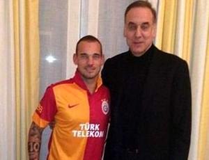 Wesley Sneijder anunciado no Galatasaray (Foto: Reprodução)