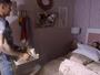 Uodson leva café na cama para Alina