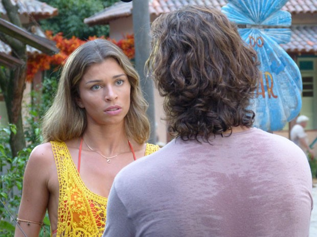 Ester se preocupa que Cassiano esteja em perigo (Foto: Flor do Caribe / TV Globo)