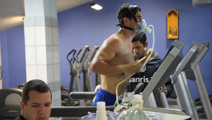 Giuliano passou por bateria de exames médicos (Foto: Cristiano Oliveski/Grêmio)