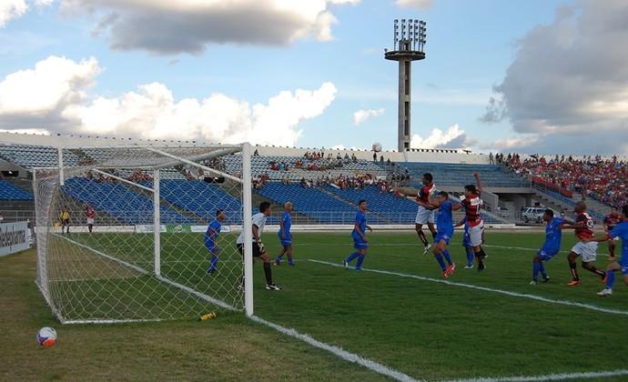 Queimadense 0 x 0 Campinense, no Estádio Amigão, pelo Campeonato Paraibano 2014 (Foto: João Brandão Neto / GloboEsporte.com/pb)