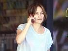 Com rosto abatido, Jennifer Lopez é clicada em passeio com os filhos
