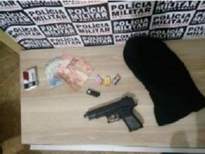 Adolescente é apreendido após assalto em bar de Araxá (Foto: PM/Divulgação)
