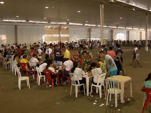 Mutirão de vacinação contra febre amarela na Serra, no último sábado (4) (Foto: Reprodução/ TV Gazeta)