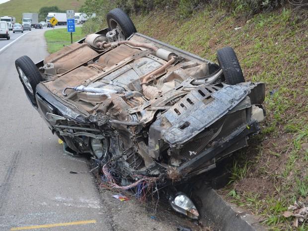 acidente no trevo rio dourado (Foto: Adriana Rodrigues/VC NO G1)