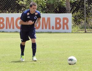 Montillo no treino do Cruzeiro (Foto: Tarciso Badaró / Globoesporte.com)