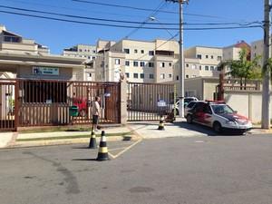 Mãe mata filho e tenta se matar em condomínio de classe média de Mogi das Cruzes, diz polícia. (Foto: Carolina Paes/G1)