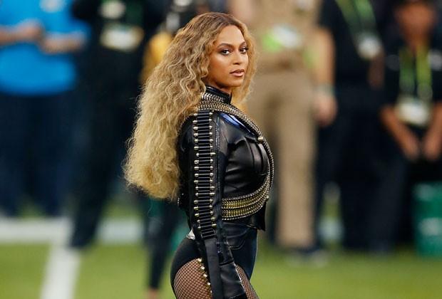 Cabelo afro: Experts ensinam truques para ter fios mais bonitos