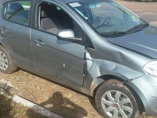 Veículo conduzido por Ana Lúcia Duarte Silva, que foi alvejada e morreu no local (Foto: Divulgação/PRF)