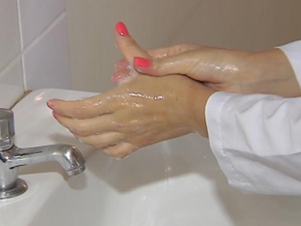 Campanha orienta como lavar corretamente as mãos (Foto: Reprodução/TV TEM)