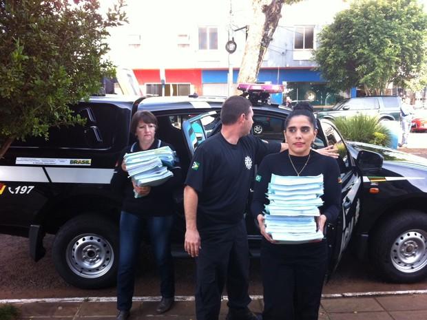 Polícia Civil entrega inquérito em Três Passos (Foto: Estêvão Pires/G1)