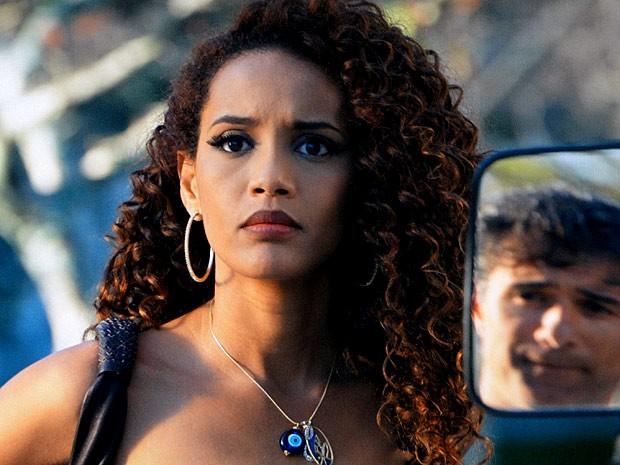 Penha se estranha com Gilson  (Foto: Cheias de Charme / TV Globo)
