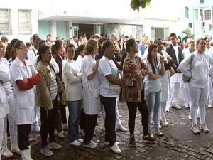 Funcionários  do HSJD protestam por melhores salários em Divinópolis (Foto: Reprodução/TV Integração)