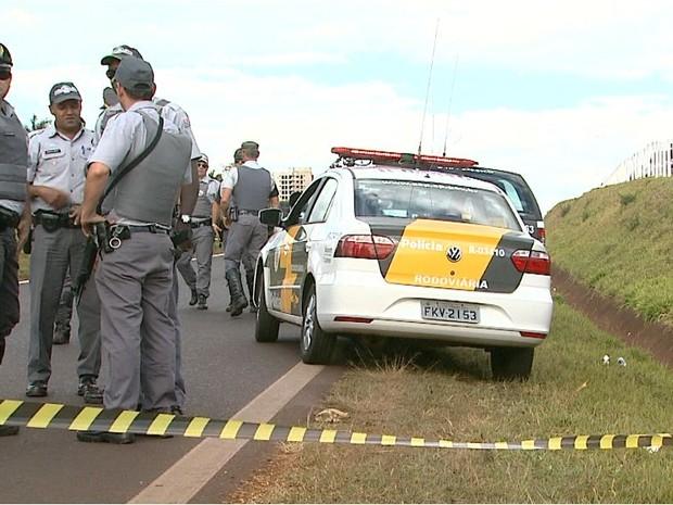 Polícia Militar encontrou corpo de ex-jogador de futebol no Anel Viário de Ribeirão Preto (Foto: Reprodução EPTV)