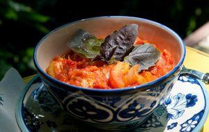 Sopa de tomate com miolo de pão