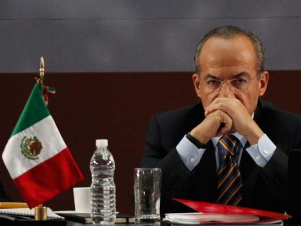 O presidente mexicano, Felipe Calderón, durante discurso em que atacou ação do crime organizado no país. (Foto: AP)