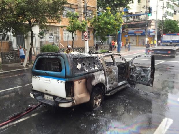 Veículo ficou destruído após chamas (Foto: Camila Magalhães/ Arquivo Pessoal)