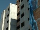 Após atrasos em obras, vidraça de construtora é quebrada em Erechim