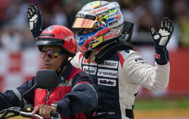 Pastor Maldonado em exibição da Williams nas ruas de Caracas, Venezuela (Foto: EFE)