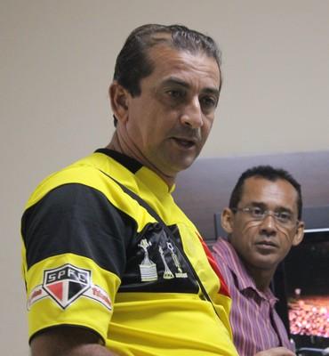 Ronaib, técnico do Picos, e Jacob Júnior, do Piauí (Foto: Emanuele Madeira/GLOBOESPORTE.COM)