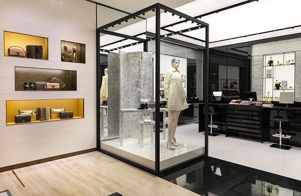 Ao fundo, a nova área da boutique, reservada aos segmentos de beleza e perfumaria (Foto: Divulgação)