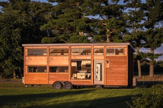 Mobilidade. A americana Escape Homes foca seu trabalho nas casas sobre rodas. Aqui, o modelo Traveler XL, de cerca de 30 m² (Foto: Escape RV / Steve Niedorf / Divulgação)