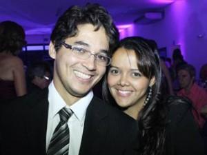 Repórter do G1 Valdivan Veloso ao lado da esposa Daniela no 13º Dia dos Namorados juntos. (Foto: Valdivan Veloso / Arquivo Pessoal)
