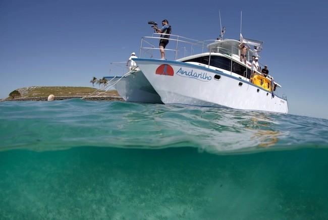 Barco da equipe totalmente equipado para três dias embarcados