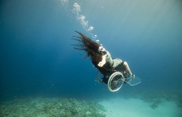 Sue Austin &#233; parapl&#233;gica desde 1996 (Foto: wearefreewheeling.org.uk)