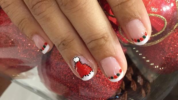 Passo a passo ensina a fazer unhas decorativas para o natal  (Foto: Cristiane Rodrigues/EGO)