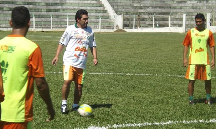 Salvador Cabañas treina no Tanabi (Foto: Marcos Lavezo)