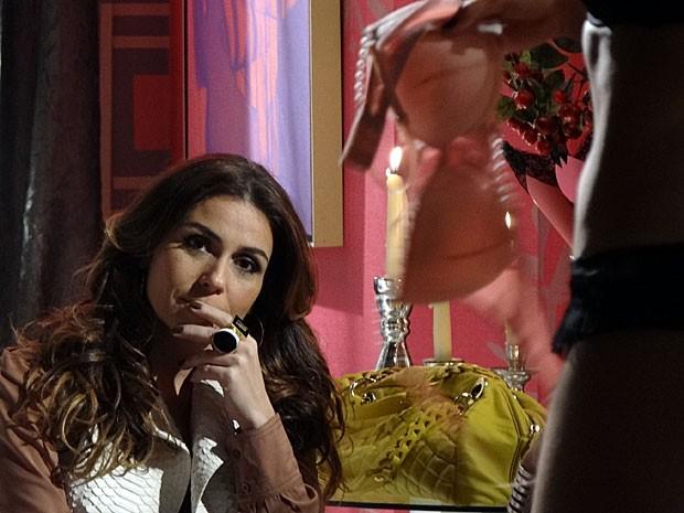 Helo não se conforma com o comportamento de Drika (Foto: Salve Jorge/TV Globo)