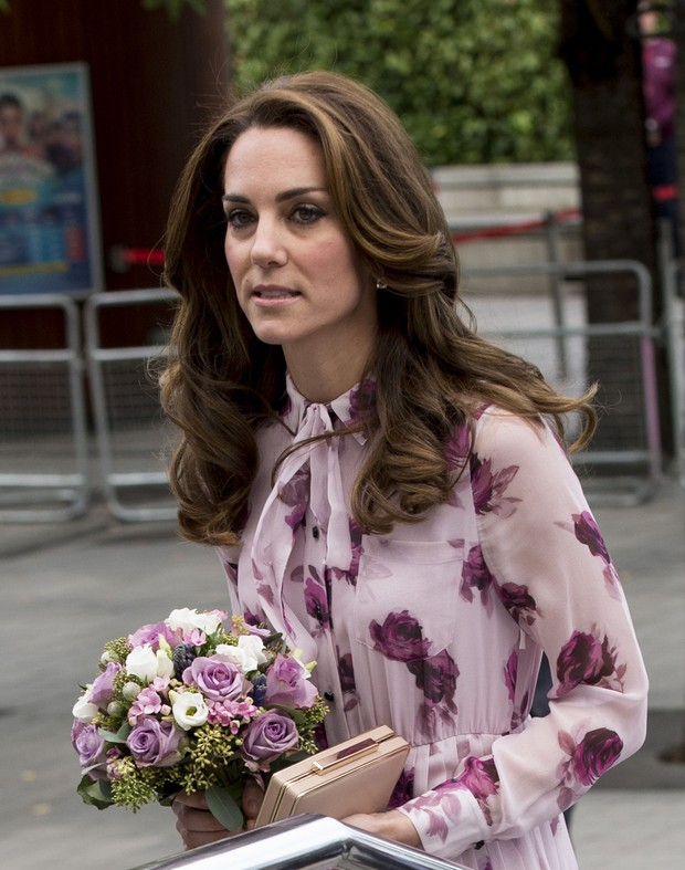 Kate Middleton usa vestido floral de R$1,6 mil (Foto: Getty Image)