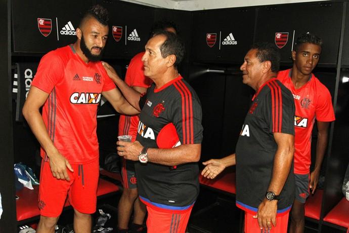 Muricy cumprimenta Alex Muralha no Flamengo (Foto: Gilvan de Souza/ Fla Imagem)