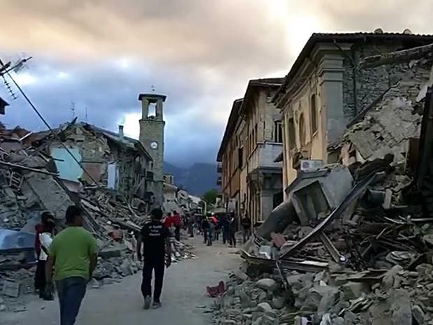 Centro destruído da cidade de Amatrice (Foto: AP Photo)