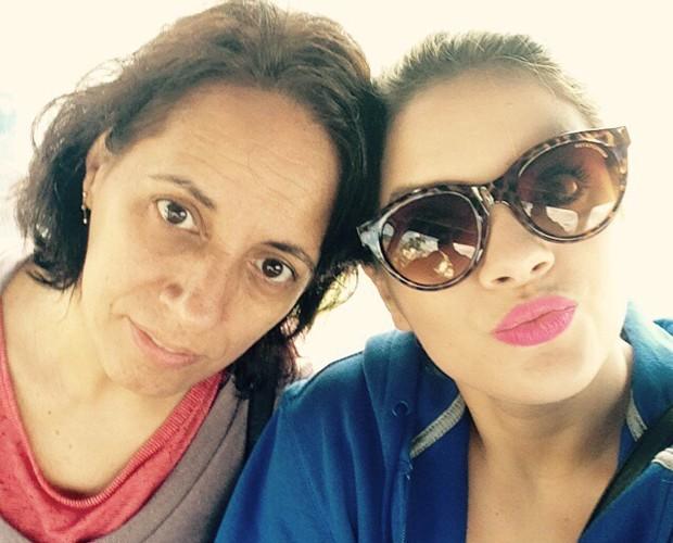 Rithielle Tolentino faz graça ao lado da mãe (Foto: Arquivo Pessoal)