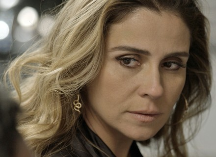 Atena descobre tudo sobre Tóia, e Romero coloca a jovem em risco
