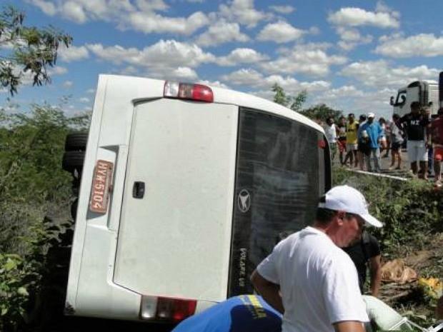 Ônibus captou no quilômetro 64 da BR-020, em Tauá (Foto: Nova Difusora)
